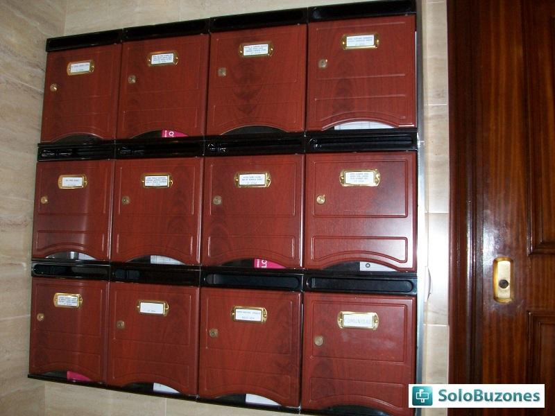 Buzones de correos en barcelona good la nueva vida de los for Donde venden puertas